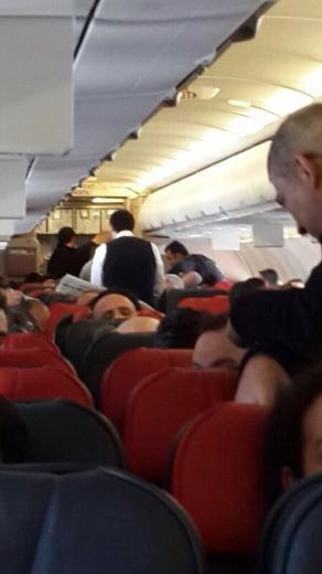Ferhat Göçerden uçaktaki hastaya acil müdahale