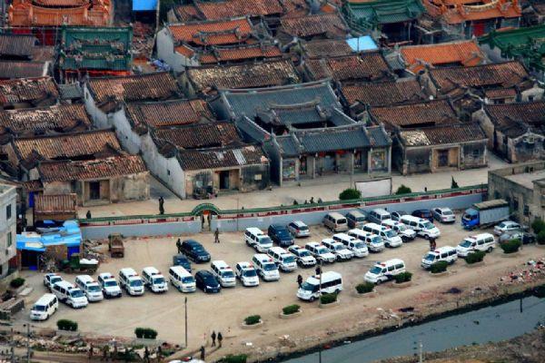 Köyü 3 bin polis bastı