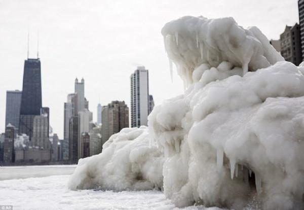 Bir şehir böyle dondu!