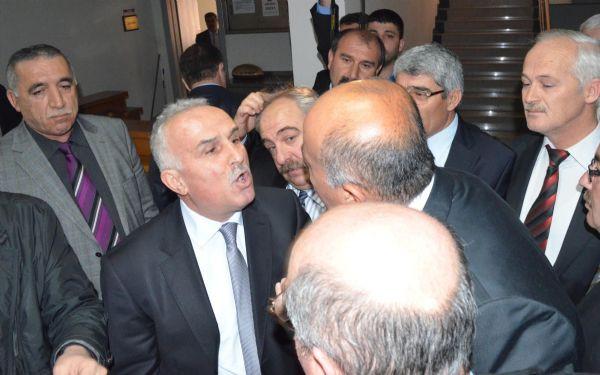 MHPli ve Ak Partili üyeler yumruklaştı!