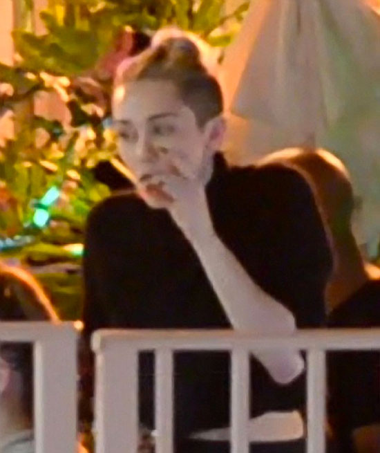 Miley Cyrus, uyuşturucu kullanırken görüntülendi!