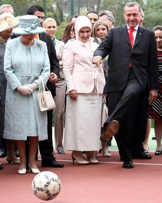 Erdoğandan Kraliçeye özel şov