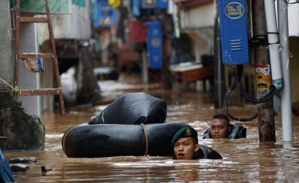 Endonezya'da sel: 23 ölü