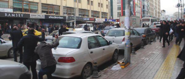 Vanda AK Parti adayı Gülaçara BDPliler saldırdı!