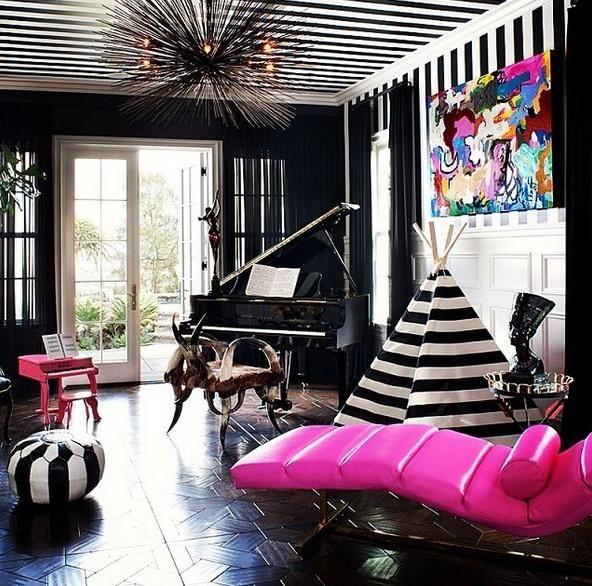 Kardashianın renkli evi