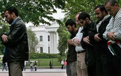Beyaz Sarayda namaz kıldılar