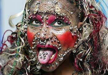 Piercing rekortmeni kadın