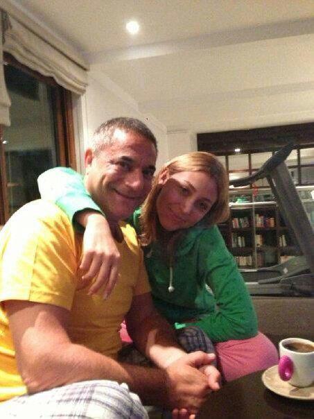 Mehmet Ali Erbile 30 yaş küçük sevgili