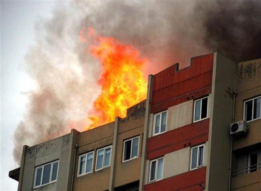 Ümraniyede 16 katlı binada yangın