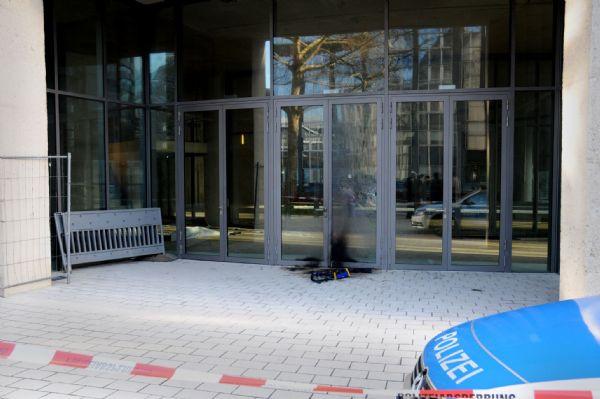 Kölnde camiye molotoflu saldırı!