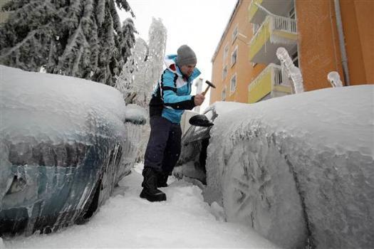 Slovenya dondu kaldı
