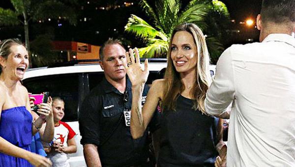 Angelina Jolie korkutuyor
