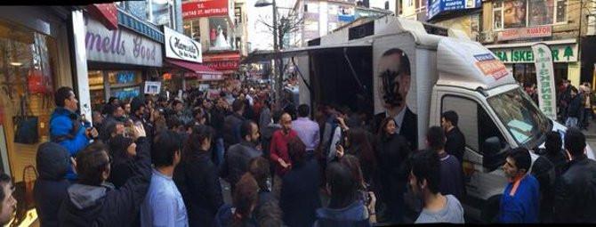 AKPnin seçim standı Beşiktaşta tepki gördü