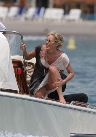 Sharon Stone yılın frikiğini verdi !
