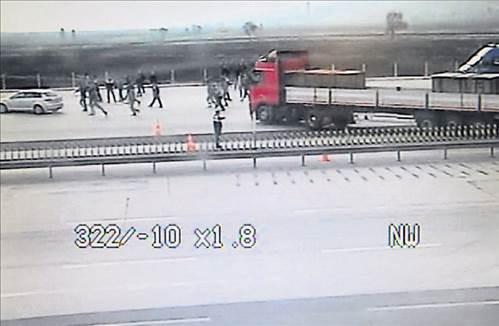 Adanadaki TIR baskınından şok görüntüler
