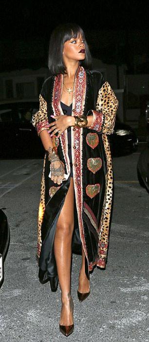 Rihanna ilginç tarzı ile şaşkınlık yarattı