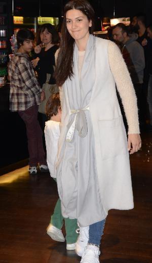 Bergüzar'ın şaşırtan kıyafeti