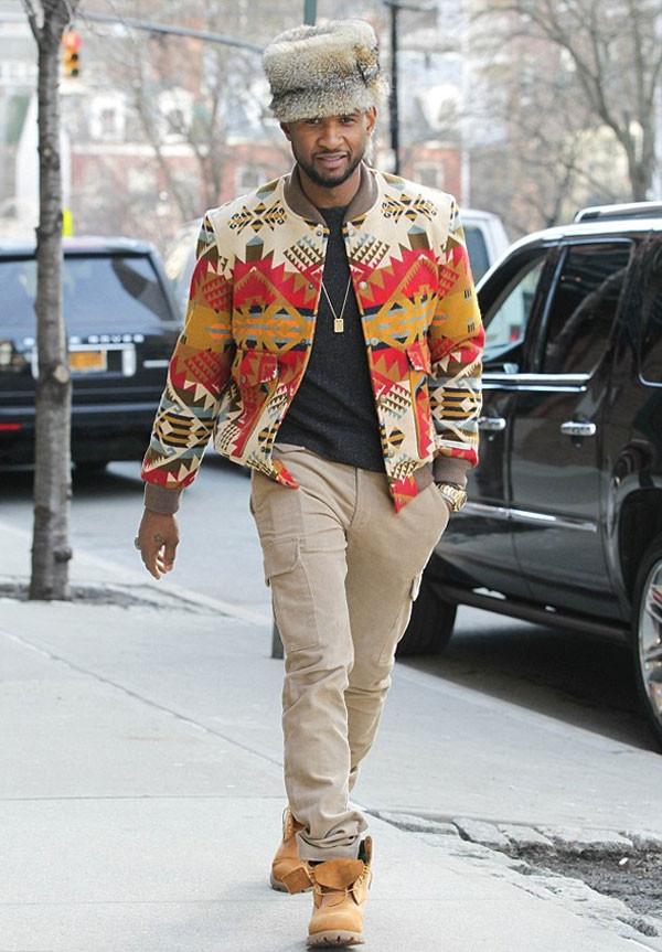 Usher yeni şapkasıyla dikkat çekti !