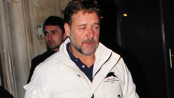Russell Crowe için parti düzenlediler