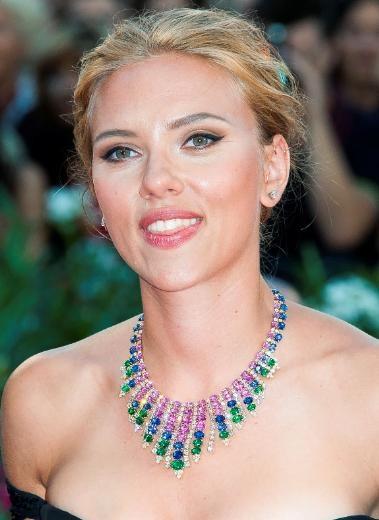 Scarlett Johansson, anne oluyor
