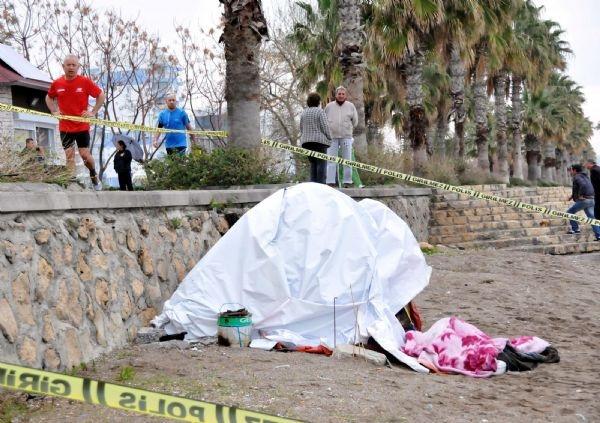 Sahildeki naylon çadırda ölü bulundu