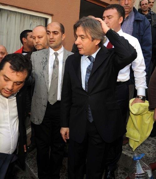 Başkan Misbah Demircan itfaiye hortumu ile ıslandı