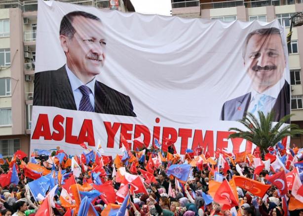 Erdoğan'ın mitinginde ilginç Gülen pankantı