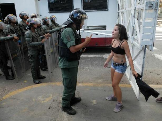 Venezuela polisi göstericileri 'tost' yaptı