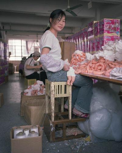 Çinden gelen ucuz oyuncaklar nasıl üretiliyor ?