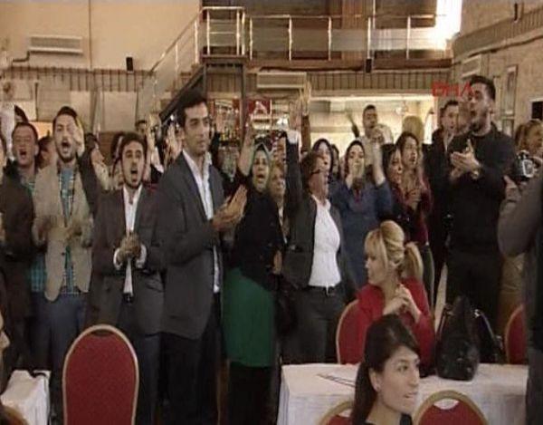 AK Partililer'den Ertuğrul Günay'ın konuştuğu sırada slogan