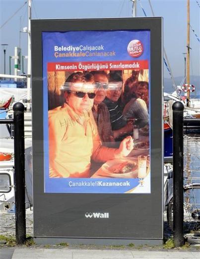Çanakkale'de rakılı afişler dikkat çekti