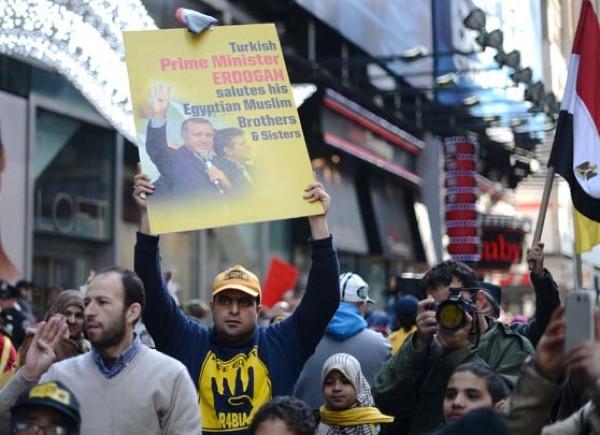 Erdoğan pankartları Times Meydanı'nda