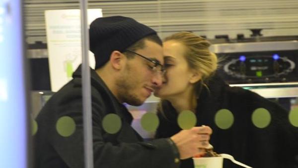 AVM'de öpücük