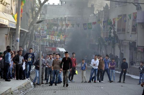 Silopi'de molotoflu saldırı: 1'i polis 3 yaralı