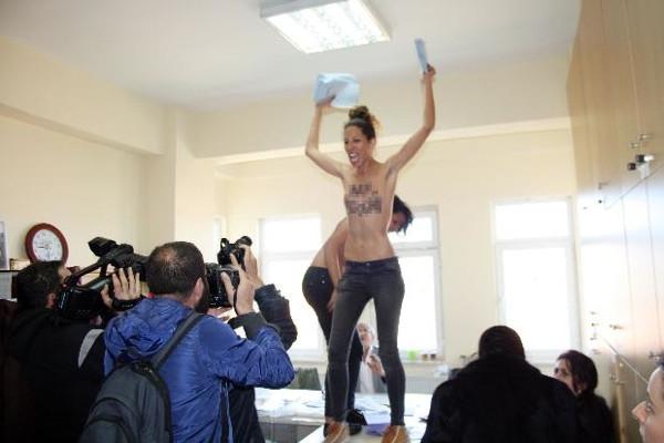 FEMEN'den 30 Mart protestosu