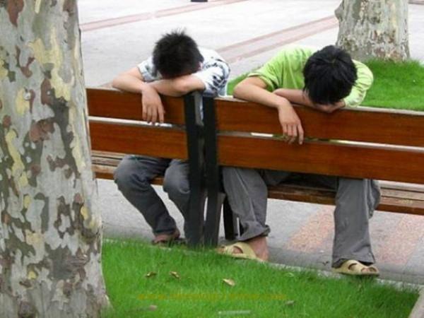 Her yerde uyuyabilen insanlar
