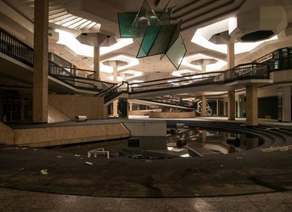 Terk edilmiş alışveriş merkezleri