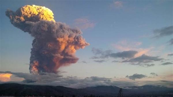 Yanardağ 10 km lav püskürttü