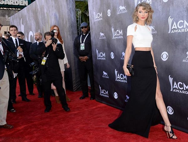 Taylor Swift yeni tarzı ile şaşkına çevirdi!