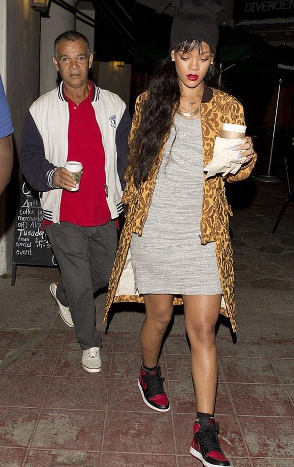 Rihanna babası ile gece gezmelerinde