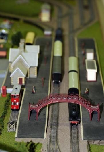 10 bin kilometrelik maket tren yolu yaptı