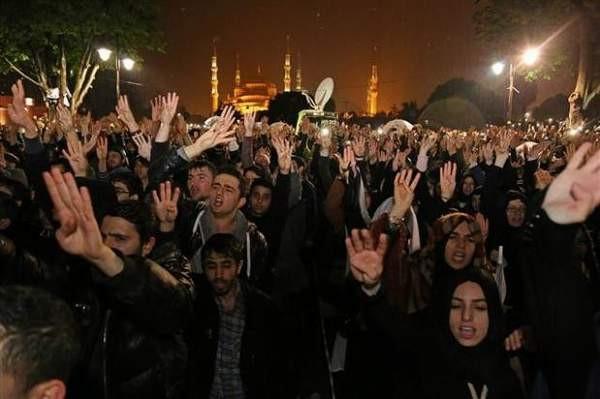 İstanbul'da kefenli protesto