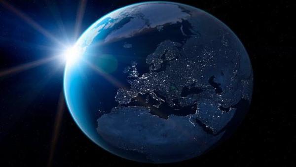 Dünyaya 360 kez yıldırım düşecek