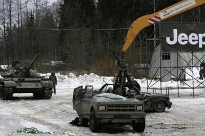 Jeepleri tankla eziyorlar