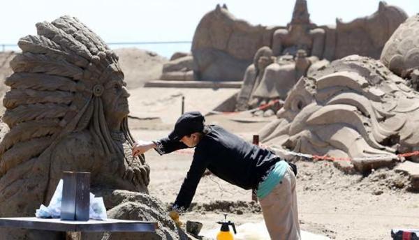 İmparatorluklar; Kumdan heykeller