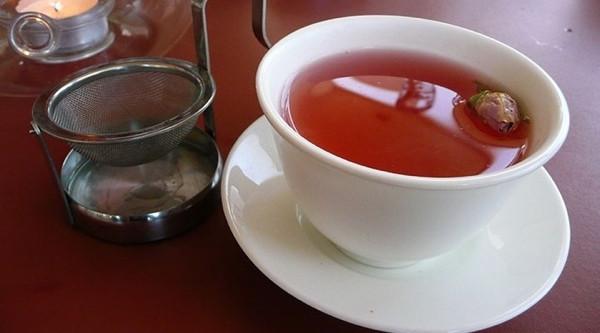 Yaşlanma karşıtı iki bitki gül çayı ve yulaf özütü