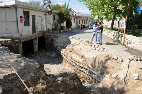 Kanalizasyon kazarken tarih çıktı