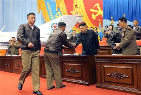 Kuzey Kore lideri Kim hava attı