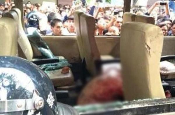 Çin'de polislere linç girişimi