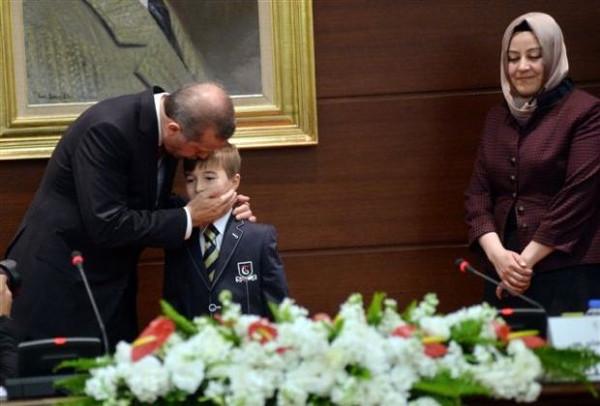 Başbakanlık merdivenlerinden düştü